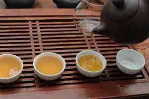 giv hende den lækre te smagnings oplevelse