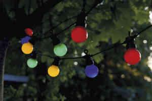 de almindelige farvet lyskæder kan man bruge indendørs også