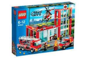 Giv de større drenge den fede lego brandstation