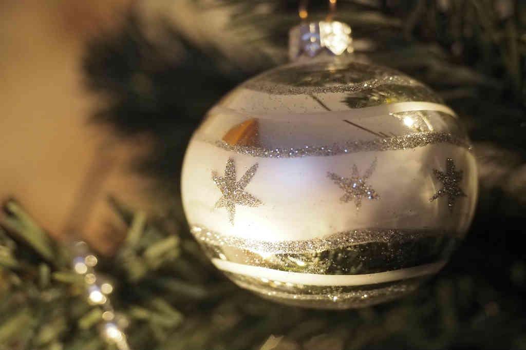 Køb det flotte julepynt i sølv